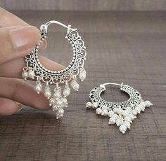 Perfect earrings for indo western. Perfect earrings for indo western. Indian Jewelry Earrings, Fancy Jewellery, Jewelry Design Earrings, Gold Earrings Designs, Ear Jewelry, Stylish Jewelry, India Jewelry, Fashion Earrings, Jewelry Accessories