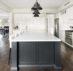 Hamptons style home interiors in 2019 hamptons kitchen, hamptons style home Hamptons Style Homes, Hamptons Decor, The Hamptons, Estilo Hampton, Layout Design, Design Design, Kitchen Island Bench, Kitchen Cabinets, Bulkhead Kitchen