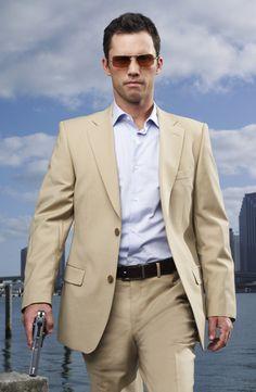 Jeffrey Donovan wearing Oliver Peoples Victory in the series Burn Notice