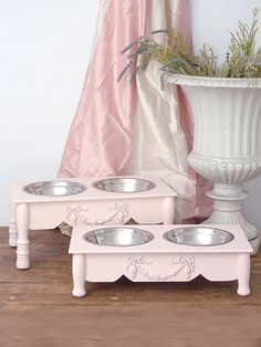 shabby chic for the pets! Oh dear, wish I could find those for my fur-babies!!