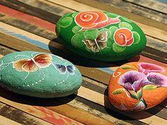 Piedras pintadas con flores