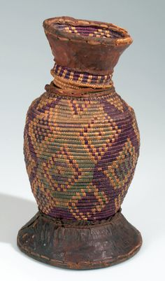 Africa | Basket with lid from the Galla (Galla Koto) people of Ethiopia | Plant fibre, dye and leather | ca. 1960s