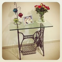 Glass top on simple legs. Love it! Furniture Update, Furniture Projects, Furniture Makeover, Home Furniture, Sewing Machine Tables, Antique Sewing Machines, Sewing Table, Repurposed Furniture, Painted Furniture