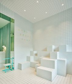 store-design-idea-total-white-little-shoes-barcelona-3