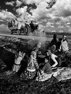 Duayen Photographer 24 Photos of Ara Güler to Make Your Point of View Beautiful – Devrim Midilli – Join the world of pin Artistic Photography, Photography Poses, Street Photography, Paris Match, Famous Places, Ansel Adams, Magnum Photos, Historical Pictures, Black And White Pictures