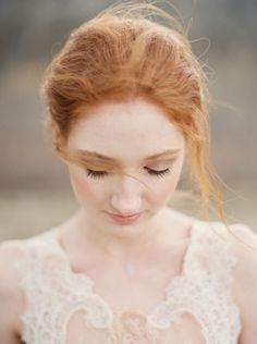 Organic Outdoor Bridal Session Ideas | Wedding Sparrow | When He Found Her