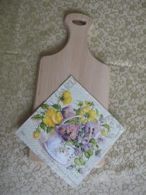 De Todo, Un Poco .: Tabla de cocina en decoupage Decoupage Wood, Napkin Decoupage, Decoupage Tutorial, Wooden Board Crafts, Wood Crafts, Lace Painting, Diy Cutting Board, New Crafts, Mason Jar Crafts