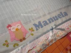 Toalha de banho personalizada <br>Na cor azul de ótima qualidade com barrado te tecido 100% algodão na estampa de coruja <br>Bordado em Patch Aplique de Coruja e com nome Manuela <br>Fazemos outras cores e nomes também!!