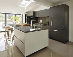 Stunning Kitchens Design Ideas From Alno To Try Home Ideas Alno Kitchen, Miele Kitchen, Parallel Kitchen Design, Kitchen Furniture, Modern, Interior Design, House Styles, Kitchens, Design Ideas