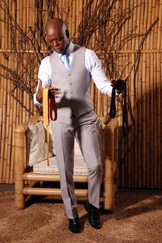 Terno cinza para os noivos: como usar? Prepping, Style, Fashion, Gray Suits, Invisible Socks, Harris Tweed, Fun Socks, Suits, Moda