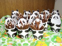 Pandaatjes gevuld met chocoladesticks (bamboe).