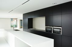 KACHET ARCHITECTS |Keuken |Kitchen |Zwart |Wit |Corian |Belgianarchitecture |Architecture