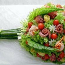 Buquê de Frios: Idéias maravilhosas para decorar a mesa da sua festa ... Com muita elegância esse buquê de friosvai ficar um espetáculo na mesa de ...