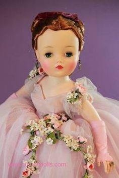 Vintage Madame Alexander Cissy Dolls For Sale, other vintage and modern dolls for sale Old Dolls, Antique Dolls, Vintage Madame Alexander Dolls, Pretty Little Girls, Barbie, Cocktail Outfit, Doll Display, Vinyl Dolls, Dolls For Sale