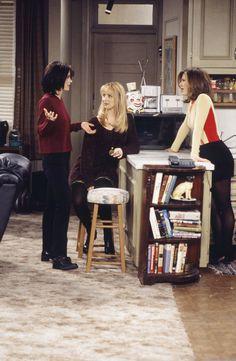Monica Phoebe Rachel from Friends Friends Tv Show, Serie Friends, Rachel Friends, Friends Cast, Friends Moments, Friends Forever, Friends Girls, Funny Friends, Funny Movies