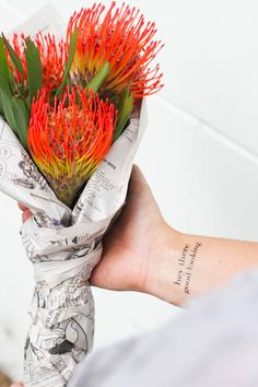 You guys know I love flowers, right? And right about now, I could totally use a big ol' bouquet of these beauties to kind of hit the reset button. Love Flowers, Diy Flowers, Fresh Flowers, Paper Flowers, Beautiful Flowers, Flower Diy, Protea Bouquet, Diy Bouquet, Indoor Flowers