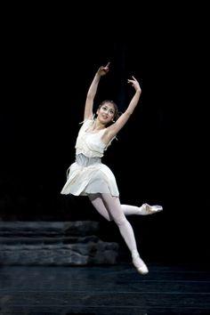 """Nao Sakuma in """"Sylvia"""" (Birmingham Royal Ballet). Photo: Bill Cooper"""