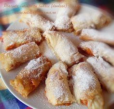 placinta intinsa cu dovleac - ludaie Cake Recipes, Dessert Recipes, Desserts, Romanian Food, Romanian Recipes, Pastry And Bakery, Food Cakes, Biscuits, Sweet Tooth