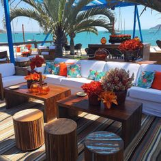 Casamento na praia azul e laranja