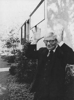 Louis I. Kahn, fue un renombrado arquitecto asentado en Filadelfia. Después de trabajar en varios estudios en esa ciudad, fundó el suyo propio en 1935.