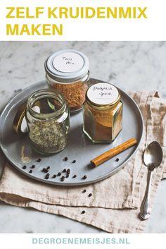 akkelijk en handig om te maken deze Pumpkin Spices mix, Italiaanse kruiden mix en Taco mix. Maak een grote hoeveelheid en bewaar het in een mooie pot. Lees alles over de mixen en wat je er mee kunt maken op de blog.