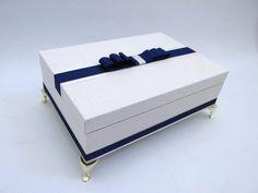 caixa com espaço para 06 doces ou 06 bem casados. perfeita para presentear padrinhos e madrinhas.