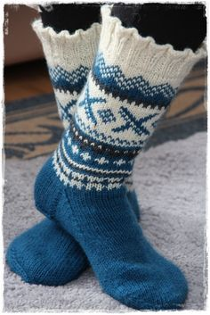 Stickade sockor Fair Isle Knitting, Knitting Socks, Hand Knitting, Knitting Designs, Knitting Patterns, Colorful Socks, Boot Cuffs, Knee Socks, Leg Warmers