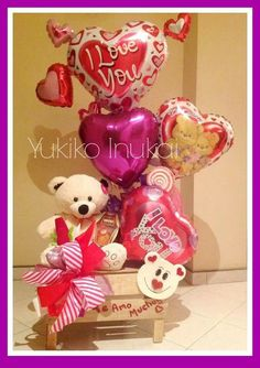 Bh Valentine Gift Baskets, Valentine's Day Gift Baskets, Valentines Gifts For Boyfriend, Valentine Day Crafts, Balloon Arrangements, Balloon Decorations, Candy Bouquet, Balloon Bouquet, Valentine Bouquet