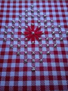 Lindo Lindo Hardanger Embroidery, Cross Stitch Embroidery, Embroidery Patterns, Hand Embroidery, Cross Stitch Patterns, Chicken Scratch Patterns, Chicken Scratch Embroidery, Bordado Tipo Chicken Scratch, Gingham Tablecloth