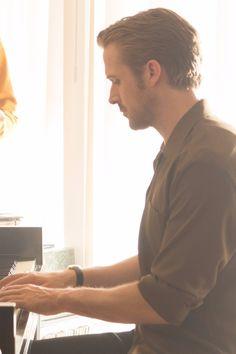 Witness Ryan Gosling's Piano Skills in This Behind-the-Scenes La La Land Clip