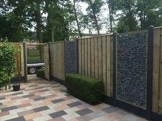 Mooie schutting Backyard Walkway, Patio, Boundary Walls, Fence Gate, Fences, Go Outside, Garden Design, Home And Garden, Exterior