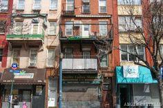 Casas del barrio judío de Nueva York Williamsburg Brooklyn, Choice Of Games, Times Square, New York, Travel, The Neighborhood, Vacations, Houses, New York City