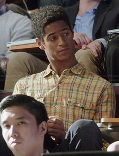 Wes's yellow plaid shirt on How to Get Away with Murder