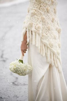 Winter wedding knit shawl for pretty outdoor freezing cold photos