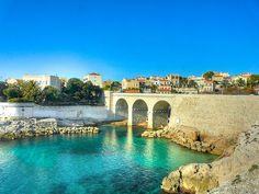 | ♕ | Ponte de La Corniche Kennedy - Marseille | por © Laurent Henocque | via ysvoice