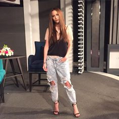 Your Favorite Star's Height! Arci Munoz, Ootds, Celebrity Outfits, Love Fashion, Ph, Capri Pants, Hairstyle, Stars, Denim