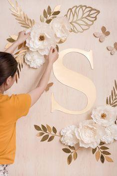 White Paper Flowers, Paper Flowers Craft, Paper Flower Wall, Flower Wall Decor, Paper Flower Bouquets, Paper Flowers Wall Decor, Paper Flower Backdrop Wedding, Crepe Paper Flowers Tutorial, Paper Peonies