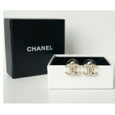 Everyone wants a plain pair of Chanel studs. I Love Jewelry, Gold Jewelry, Jewelry Box, Jewelery, Jewelry Watches, Jewelry Accessories, Chanel Earrings, Chanel Jewelry, Chanel Resort