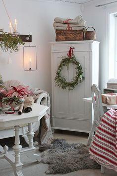 Så er det kun en uke igjen til julog igjen har jo denne måneden bare sust a Christmas Bedroom, Christmas Home, Christmas Crafts, Farmhouse Furniture, Farmhouse Decor, Cozy Bedroom, Bedroom Decor, Painted Furniture, Furniture Design