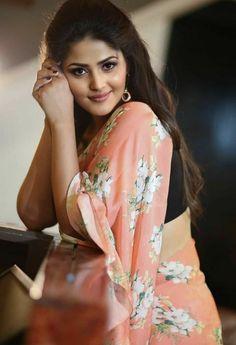 India Beauty, Beauty Women, Kimono Top, Sari, Tops, Fashion, Saree, Moda, Fashion Styles