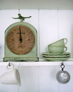 Vintage Kitchen Scale I have this one as well Verde Vintage, Vintage Love, Vintage Beauty, Vintage Green, Retro Vintage, Vintage Items, Vintage Decor, Fishermans Cottage, Old Scales
