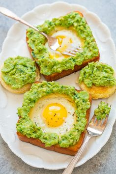 Egg-In-A-Hole Avocado Toast. Egg-In-A-Hole Avocado Toast - Slathering warm egg-in-a-hole toast with creamy lime-scented avocado spread is delish! Easy ready in 15 mins! Egg In A Hole, Egg Recipes For Breakfast, Brunch Recipes, Breakfast Ideas, Healthy Snacks, Healthy Recipes, Healthy Breakfasts, Sausage And Egg, Mango Salsa