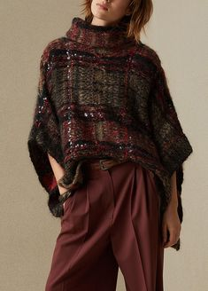 The idea of crafting luxurious, wearable knitwear is what first inspired Brunello Cucinelli to found his namesake label and still remains what it's best loved for today. Knitwear Fashion, Knit Fashion, Kimono Fashion, Boho Fashion, Stylish Winter Outfits, Winter Fashion Outfits, Creation Couture, Business Dresses, Knitted Poncho