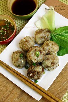 Niouk Yen (vegan/vegetarian version): Chayote/Daikon Radish Dumplings (Boulette Chouchou) #mauritianrecipe - veganlovlie.com