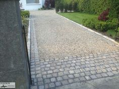 9 popular driveway options to welcome you home landscaping patio a gravel driveway is always going to be a less expensive than a paved or asphalt driveway unless of course you make a handful of relatively common mistakes solutioingenieria Images
