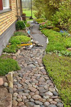 35 Dazzling Tactics For Backyard Walkway, Backyard Patio Designs, Outdoor Landscaping, Garden Stones, Garden Paths, Outdoor Life, Outdoor Gardens, Landscape Edging, Small Garden Design