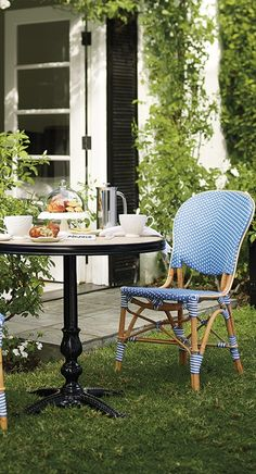 Create the allure of a French sidewalk café with our charming and comfortable Paris Bistro Dining Chairs. Outdoor Cafe, Outdoor Rooms, Outdoor Dining, Outdoor Furniture Sets, Outdoor Decor, Outdoor Ideas, Furniture Decor, French Bistro Decor, French Cafe