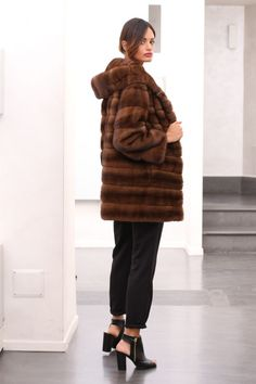 Pelliccia cappotto di pelliccia visone Cappotto Giacca FUR COAT MINK VISONE fourrure pelliccia норка Fur Fashion, Mannequin, Mink, Fur Coat, Coats, Photos, Jackets, Style, Fur