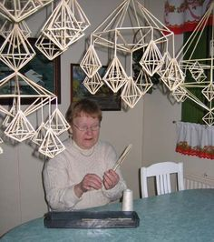 Himmeli: A traditional Finnish Christmas decoration Merry Christmas And Happy New Year, Christmas Elf, Christmas Crafts, Christmas Decorations, Christmas Ornaments, Book Crafts, Hobbies And Crafts, Crafts To Make, Paper Chandelier