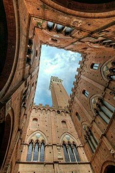 Searching for things to do in Siena. We give you ideas so that you enjoy your Siena, Italy visit to the max: Art, horse races, wine, food and more. Beautiful World, Beautiful Places, Visit Italy, Tuscany Italy, Cinque Terre, Naples, Italy Travel, Places To See, Destinations